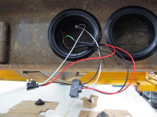 Compare Three Wire Straight Vs Right Angle 3 Wire Etrailer Com