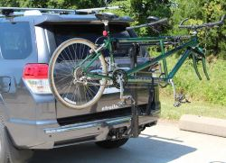 Hitch-mounted bicycle carrier for tandem bikes in use